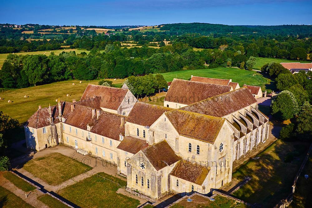 France, Cher (18), Berry, Abbaye de Noirlac 12e -14e sicèle, ordre de Citeaux, vue aérienne, route Jacques Coeur // France, Cher (18), Berry, Noirlac Abbey, 12th to 14th century, Cistercian, aerial view,  the Jacques Coeur road