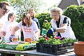 Prinses Beatrix doet mee met NL Doet