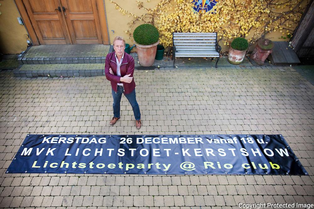 368046-Lichtstoet Katelijne - foto van Willy Jacobs bij het spandoek van de lichtstoet-Club Rio Sint-katelijne-waver
