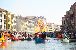The party of all the Venetians who inaugurates the Carnival, dedicated to citizens and guests of the lagoon city, this year doubles with a double appointment on the foundations of Cannaregio. Sunday, February 17 at 11.00 the water procession of the Coordination Associations Rowing Vogue to the Venetian will drop the moorings from Punta della Dogana along the Grand Canal until you reach the popular Rio di Cannaregio, where it will parade in a blaze of crowded audience on the banks. Upon arrival of the masked marching boats, the eno-gastronomic stands will be opened by AEPE, which will offer the public cicheti, Venetian specialties and sweets of the tradition of the Carnival par excellence: fritole and galani. Music and animations will accompany the arrival of the water parade and tastings.
