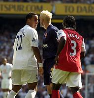Photo: Olly Greenwood.<br />Tottenham Hotspur v Arsenal. The FA Barclays Premiership. 15/09/2007. Spurs Tom HUddlestone argues with Manuel Almunia