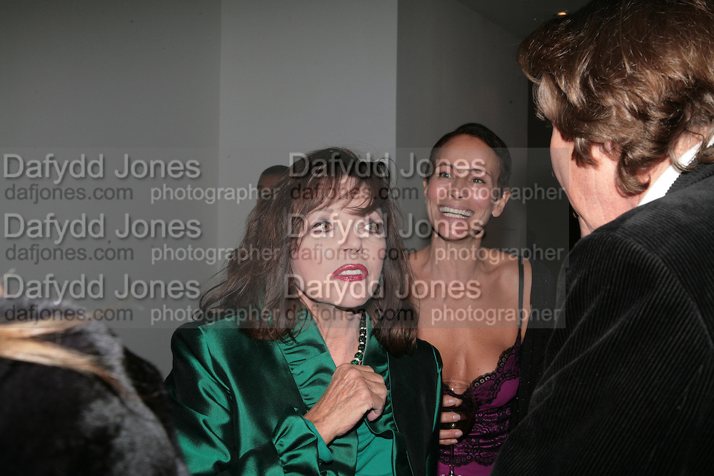 Joan Collins and Andrea Dellal, ' Show Off' Theo Fennell exhibition co-hosted wit Vanity Fair. Royal Academy. Burlington Gdns. London. 27 September 2007. -DO NOT ARCHIVE-© Copyright Photograph by Dafydd Jones. 248 Clapham Rd. London SW9 0PZ. Tel 0207 820 0771. www.dafjones.com.