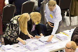© Licensed to London News Pictures. 5/5/2017. Birmingham, UK. Birmingham Mayor Election results held at the Barclaycardarena, Birmingham. Pictured, counting taking place in Birmingham. Photo credit : Dave Warren/LNP