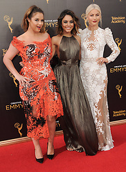 Kether Donohue, Vanessa Hudgens, Juliaane Hough bei der Ankunft zur Verleihung der Creative Arts Emmy Awards in Los Angeles / 110916 <br /> <br /> *** Arrivals at the Creative Arts Emmy Awards in Los Angeles, September 11, 2016 ***