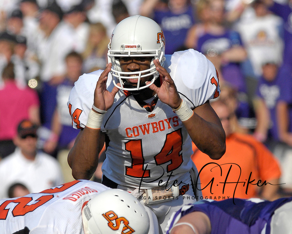 Oklahoma State quarterback Bobby Reid (14) call out a play against Kansas State at Bill Snyder Family Stadium in Manhattan, Kansas, October 7, 2006.  The Wildcats beat the Cowboys 31-27.<br />