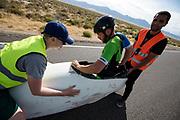 Ken Buckley in de Arion 3. In Battle Mountain (Nevada) wordt ieder jaar de World Human Powered Speed Challenge gehouden. Tijdens deze wedstrijd wordt geprobeerd zo hard mogelijk te fietsen op pure menskracht. De deelnemers bestaan zowel uit teams van universiteiten als uit hobbyisten. Met de gestroomlijnde fietsen willen ze laten zien wat mogelijk is met menskracht.<br /> <br /> In Battle Mountain (Nevada) each year the World Human Powered Speed ??Challenge is held. During this race they try to ride on pure manpower as hard as possible.The participants consist of both teams from universities and from hobbyists. With the sleek bikes they want to show what is possible with human power.