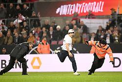 November 14, 2017 - Cologne, France - ILLUSTRATION - SUPPORTER - STRIKER - SECURITE - INCIDENT (Credit Image: © Panoramic via ZUMA Press)