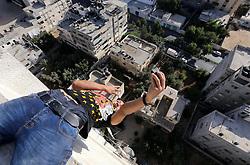 "29.09.2015, Gaza Stadt, PSE, 3run Gaza Team beim Parkour Training, im Bild Mitglieder des 3 Rund Gaza Parkour Teams beim Training für den ersten Arabischen Parkour Event ""Gulf Monster in Quatar // A member of Palestinian '3run Gaza' team, practices his parkour skills on a building in preparation for the ""Gulf Monster"", the first Arab parkour competition in Qatar in November 2015, in Gaza city on, Palestine on 2015/09/29. EXPA Pictures © 2015, PhotoCredit: EXPA/ APAimages/ Mohammed Asad<br /> <br /> *****ATTENTION - for AUT, GER, SUI, ITA, POL, CRO, SRB only*****"