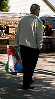Studzieniczna,  24.05.2015, woj podlaskie. Uroczystosci odpustowe Zeslania Ducha Swietego w Sanktuarium Matki Bozej w Studzienicznej . Podczas pielgrzymki do Polski w czerwcu 1999 roku modlil sie tutaj Papiez Jan Pawel II n/z czlowiek z portretem Jana Pawla II fot Michal Kosc / AGENCJA WSCHOD
