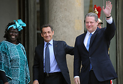 European commission president, Portugal's Jose Manuel Barroso, Kenyan green advocate Wangari Maathai, French president Nicolas Sarkozy and US Nobel peace prize Al Gore pose for photographers prior to a meeting on the last day of 'Grenelle de l'Environnement', at the Elysee Palace, in Paris, France, on October 25, 2007. Photo by Nicolas Gouhier/ABACAPRESS.COM  Gore Al Grenelle de l'environnement L'Elysee Elysee Palace Elysee Palast The Elysee Palais de l'Elysee Maathai Wangari Muta Maathai Wangari Sarkozy Nicolas Environnement Bio Ecologie Environment Meeting Politique Politics France Frankreich Ile-de-France Paris  | 135559_14