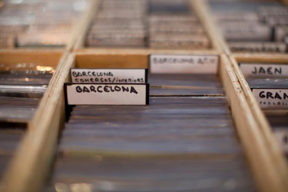 Sant Antoni Sunday flea market in Barcelona, Catalonia, Spain.