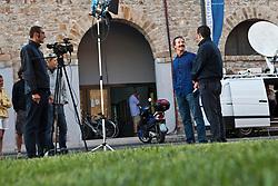 Paul Cayard gives a live TV interview. La Maddalena, Sardinia, June 3rd 2010. Louis Vuitton Trophy  La Maddalena (22 May -6 June 2010) © Sander van der Borch / Artemis