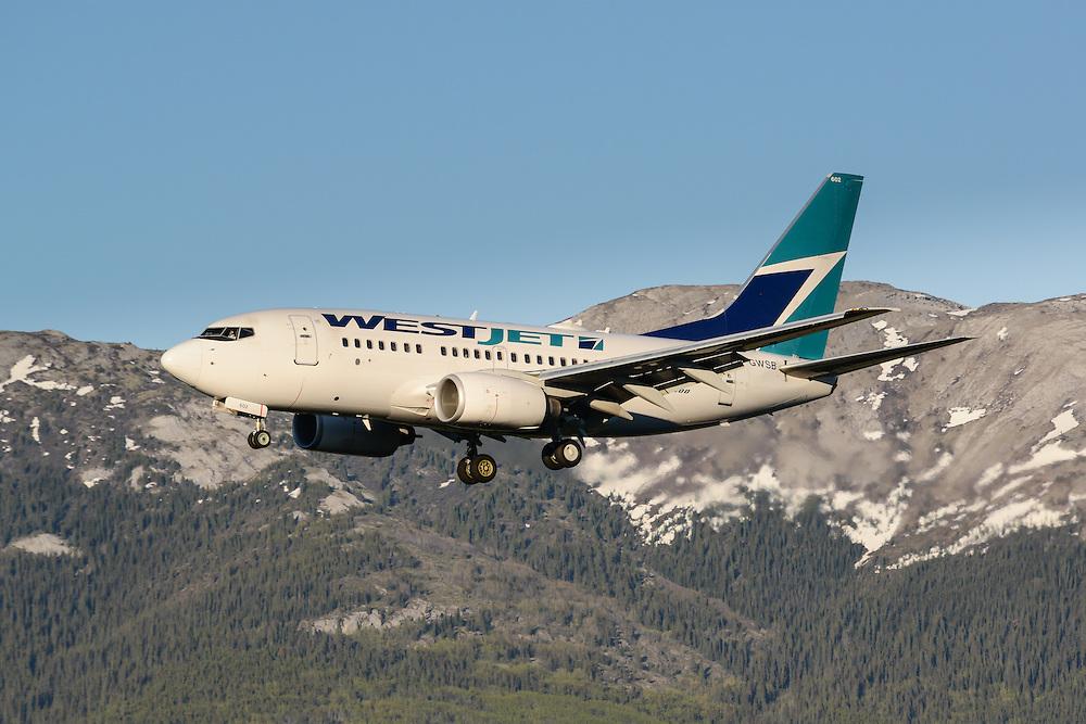 Westjet 737-600 landing in Whitehorse, Yukon