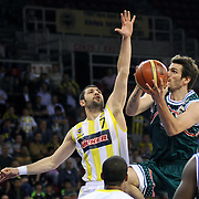 Fenerbahce Ulker's Omer ONAN (L) and Banvit's Baris ERMIS (R) during their Turkish Basketball league semi final second leg match Fenerbahce Ulker between Banvit at Abdi Ipekci Arena in Istanbul, Turkey, Wednesday, May 12, 2010. Photo by TURKPIX
