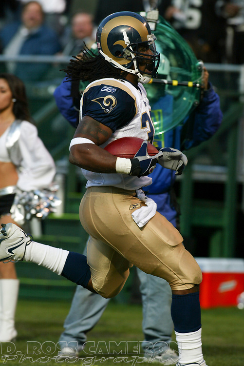 St. Louis Rams running back Steven Jackson (39) runs for one yard against the Oakland Raiders during the second quarter of an NFL football game, Sunday, Dec. 17, 2006 at McAfee Coliseum in Oakland, Calif. The Rams won, 20-0. (D. Ross Cameron/The Oakland Tribune)
