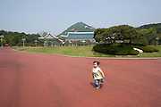 Guided tour around Cheong Wa Dae (Blue House, in background), the presidential residence.