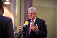 DEU, Deutschland, Germany, Berlin, 07.05.2021: Hessens Ministerpräsident Volker Bouffier (CDU) bei einem Interview mit dem Sender RTL während einer Sitzung im Bundesrat.