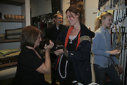 LADY ANNABEL GOLDSMITH,'MAGGIE' AND KATE GOLDSMITH, ' Copper: A Dog's Life' Lady Annabel Goldsmith book signing. Mungo and Maud, Elizabeth St. London. 20 February 2007.   -DO NOT ARCHIVE-© Copyright Photograph by Dafydd Jones. 248 Clapham Rd. London SW9 0PZ. Tel 0207 820 0771. www.dafjones.com.