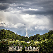 "La ruota panoramica London Eye e lo Shard di Renzo Piano visti da Hyde Park.<br /> <br /> The ferry wheel London Eye and the skyscraper ""The Shard"" viewed from Hyde Park.."