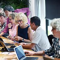 Nederland, Schiphol , 20 augustus 2014.<br /> Opdracht voor Capita.<br /> Om goed voorbereid te zijn op de toekomst is het van belang dat kinderen al vroeg hun digitale geletterdheid ontwikkelen. Uit een recent verschenen advies van de Onderwijsraad blijkt echter dat scholen onvoldoende aandacht besteden aan het ontwikkelen van deze zogenaamde 21st Century Skills. Om docenten te ondersteunen bij het ontwikkelen van 21st Century Skills bij leerlingen, organiseert Microsoft op 20 augustus een ICT-stoomcursus. We hebben een oproep gedaan aan leraren in het basis- en voortgezet onderwijs om deel te nemen aan de ICT-Summer School. <br />  <br /> Tijdens de ICT Summer School krijgen leraren de gelegenheid om op een heel praktisch niveau, in één dag op de hoogte te zijn van de laatste ontwikkelingen op het gebied van technologie en de toepasbaarheid daarvan in de klas. Tijdens de ICT Summer School leren docenten bijvoorbeeld hoe leerlingen aantekeningen kunnen delen met behulp van OneNote of hoe er samengewerkt kan worden aan huiswerkopdrachten in de cloud.<br /> <br /> Foto:Jean-Pierre Jans/ANP in Opdracht