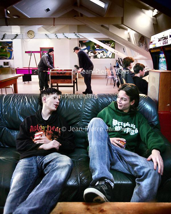 Nederland, Wageningen,9 februari 2008..Jongeren ontspannen in jongerencentrum Het Oude Bijenhuis, tevens de hangplek van Chantal van Geffen.