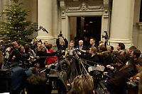 14 DEC 2003, BERLIN/GERMANY:<br /> Christian Wulff, CDU, Ministerpraesident Niedersachsen, gibt Journalisten ein Pressestatement, vor Beginn der Sitzung des Vermittlungsausschusses, Bundesrat<br /> IMAGE: 20031214-01-029<br /> KEYWORDS: Journalist, Mikrofon, microphone