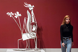 "© Licensed to London News Pictures. 06/03/2018. LONDON, UK.  A staff member walks by ""Woman in the Garden (La Femme au jardin)"", 1932, by Pablo Picasso. Preview of ""Picasso 1932 - Love, Fame, Tragedy"", the Tate Modern's first ever solo exhibition of the work of Pablo Picasso.   More than 100 paintings, sculptures and works on paper covering the year 1932, a pivotal time in Picasso's life, are on display 8 March to 9 September 2018.. Photo credit: Stephen Chung/LNP"