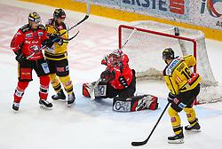 05.01.2018, Albert Schultz Halle, Wien, AUT, EBEL, Vienna Capitals vs HC Orli Znojmo, 37. Runde, im Bild Marek Biro (HC Orli Znojmo), Andreas Noedl (UPC Vienna Capitals), Tomas Halasz (HC Orli Znojmo) und MacGregor Sharp (UPC Vienna Capitals) // during the Erste Bank Icehockey League 37th Round match between Vienna Capitals and HC Orli Znojmo at the Albert Schultz Ice Arena, Vienna, Austria on 2018/01/05. EXPA Pictures © 2018, PhotoCredit: EXPA/ Thomas Haumer