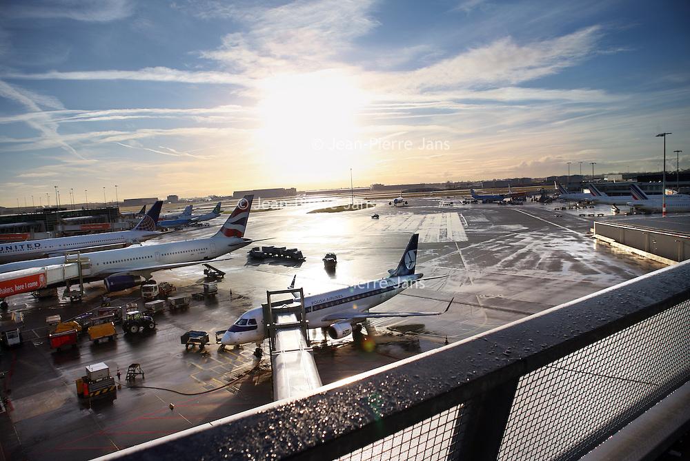 Nederland, Schiphol , 3 februari 2015.<br /> Arjan Brouwer van PWC op het panoramadak van luchthaven Schiphol.(als voorbeeld voor een lerende organisatie)<br /> Foto:Jean-Pierre Jans