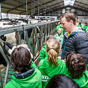 NLD/Oudekerk aan de IJssel//20170320 - Epke Zonderland opent boerenseizoen met springende koeien ,