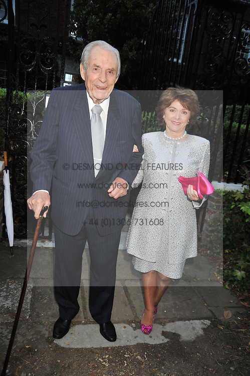 The EARL & COUNTESS OF DUDLEY at a Summer party hosted by Lady Annabel Goldsmith at her home Ormeley Lodge, Ham, Surrey on 14th July 2009.