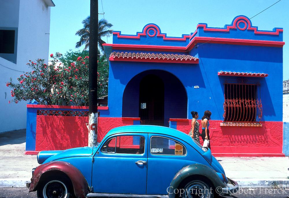 MEXICO, MAJOR CITIES Veracruz, beachfront homes along the Gulf of Mexico