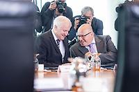 20 JUN 2018, BERLIN/GERMANY:<br /> Horst Seehofer (L), CSU, Bundesinnenminister, und Peter Altmeier (R), CDU, Bundeswirtschaftsminister, im Gespraech, vor Beginn der Kabinettsitzung, Bundeskanzleramt<br /> IMAGE: 20180620-01-013<br /> KEYWORDS: Kabinett, Sitzung, Gespräch