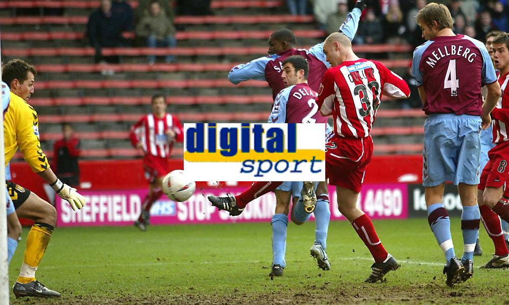 Fotball<br /> FA Cup England 2004/2005<br /> 3. runde<br /> 08.01.2005<br /> Foto: SBI/Digitalsport<br /> NORWAY ONLY<br /> <br /> Sheffield United v Aston Villa<br /> <br /> Sheffield's Danny Cullip scores the equaliser