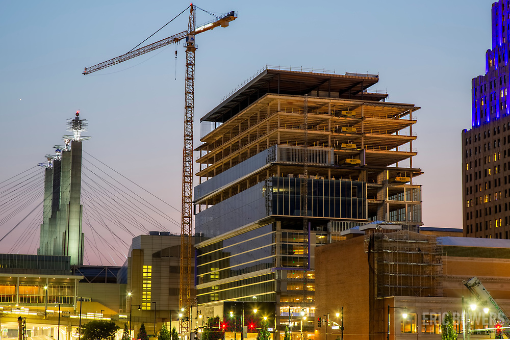Kansas City 14th and Baltimore Downtown new-build office construction as of July 2021. Waddell and Reed secured tax incentives for a new tower before selling to Macquarie Group of Australia.