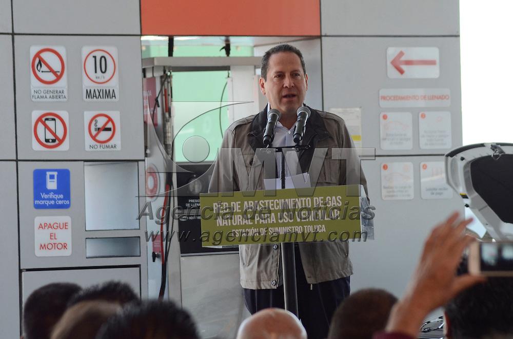 Toluca, México (Mayo 2, 2016).- Eruviel Ávila Villegas, Gobernador del Estado de México, dio el banderazo de inicio de operaciones del primer centro de gas natural para unidades convertidas a usar este combustible.  Agencia MVT / José Hernández.