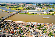 Nederland, Gelderland, Nijmegen, 09-06-2016; stadseiland Veur-Lent gezien vanaf de Waalkade. De landtong is ontstaan  door de dijkverlegging bij Lent en het aanleggen van de nevengeul.Project Ruimte voor de River (Ruimte voor de Waal). <br /> The finished dike relocation of Lent with the resulting flood trench and the city-island. City of Nijmegen in the foreground. Project Ruimte voor de Rivier: Room for the River.<br /> luchtfoto (toeslag op standard tarieven);<br /> aerial photo (additional fee required);<br /> copyright foto/photo Siebe Swart