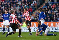 Fotball<br /> England 2004/2005<br /> Foto: SBI/Digitalsport<br /> NORWAY ONLY<br /> <br /> Leicester City v Sunderland<br /> Coca Cola Championship. 13/11/2004.<br /> <br /> Sunderland's Stephen Elliott (#19) and Darren Carter (#32) rue missing a great chance for Carter to score.