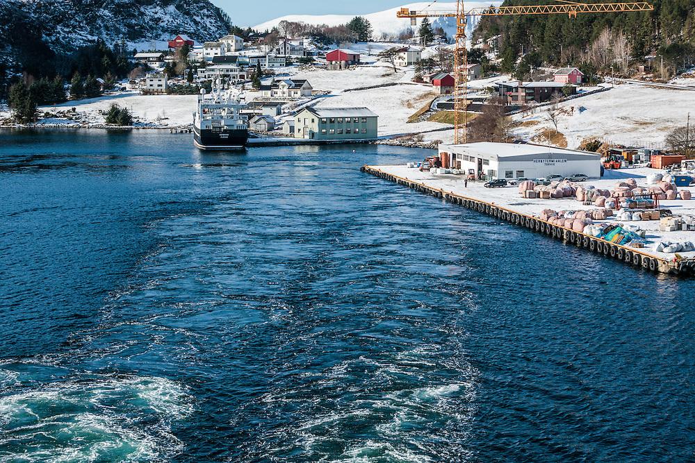 30 MAR 2010 -  Torvik, Norvegia - Dal ponte della nave postale Midnatsol, della compagnia Hurtigruten :-: Torvik, Norway.