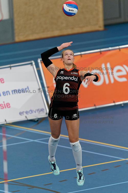 26-10-2019 NED: Talentteam Papendal - Sliedrecht Sport, Ede<br /> Round 4 of Eredivisie volleyball - Iris Vos #6 of Talent Team
