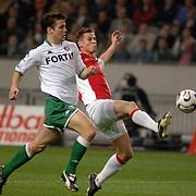 NLD/Amsterdam/20060420 - Ajax - Feyenoord, eredivisie playoffs 2006, Klaas Jan Huntelaar en Ron Vlaar in duel