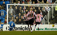Photo: Leigh Quinnell.<br /> Reading v Southampton. Coca Cola Championship. 10/02/2006. Readings Leroy Lita slots home a goal from the post.