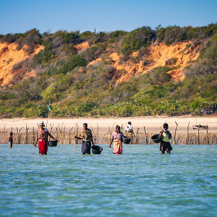 Fishing family using traditional tide-nets