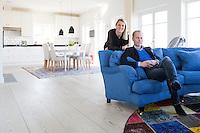 Susanne och Erik Malmberg i sitt nybyggda hus i Åhus.<br /> Sjönära boende/Di Lördag