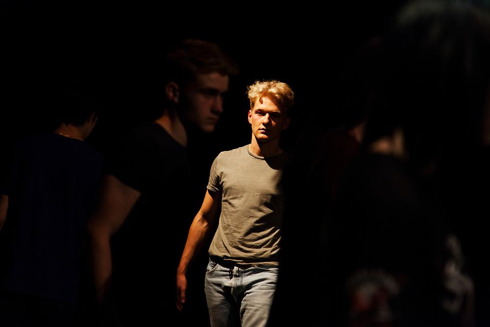 Per Pedes - ich geh meinen Weg // Ein Tanztheaterstück von Aurel Bereuter & Ruben Reniers -  photos by Carlos Collado (Organized by ALNATURA; General Rehearsal 20-09-2019, Werkstatt der Kulturen, Berlin).