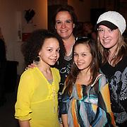 NLD/Amsterdam/20080303 - Modeshow Jos van Raak 2008, Xandra Brood en kinderen Holly Mae en Lola