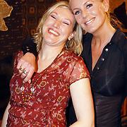 NLD/Amsterdam/20060402 - Modeshow Chick on a Mission Winter 2006, Mandy Huydts en vriendin Charmene Sloof