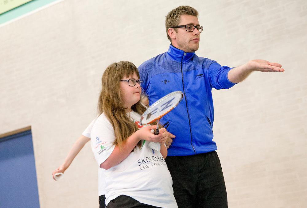 Til DHIF<br /> Badmintontræning for udviklingshæmmede i Viborg her er det Laura der træner i Hvid trøje og træner Kenneth