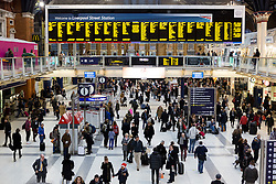 © Licensed to London News Pictures. 22/12/2015. London, UK. Liverpool Street station is busier than normal earlier as people leave to catch trains for the Christmas holidays. Today is the start of the annual festive Christmas getaway, which combined with last minute shopping and regular commuting is expected to lead to packed trains and congested roads across the country. Photo credit : Vickie Flores/LNP
