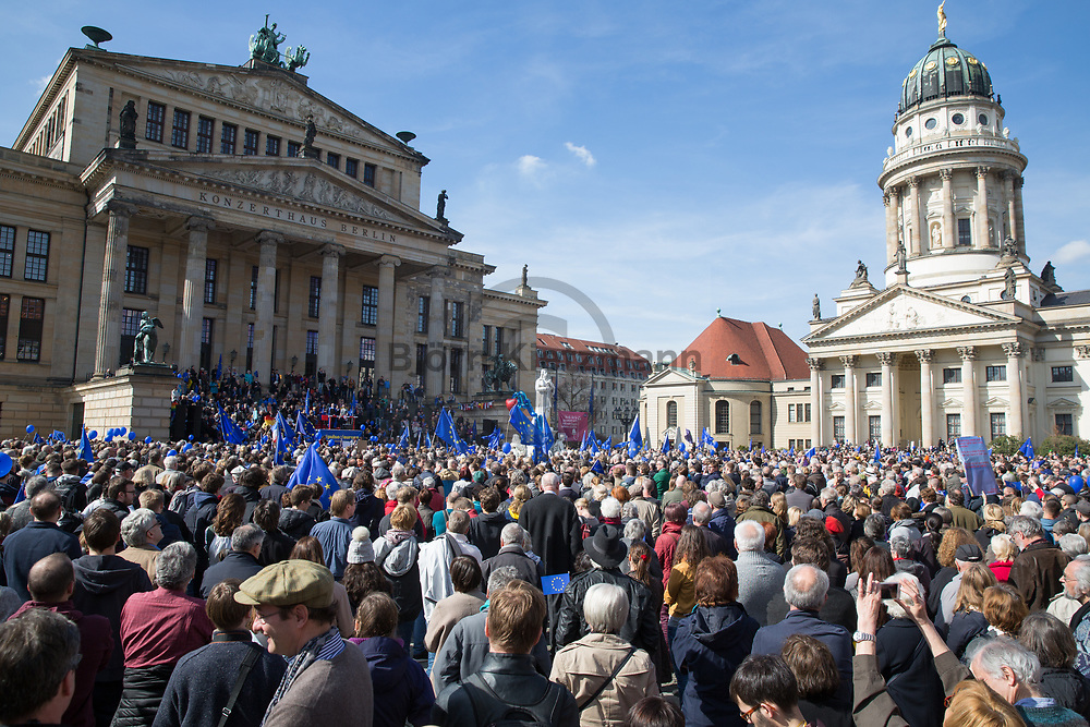 """Berlin, Germany - 26.03.2017<br /> <br /> Thousands of people join the pro EU rally """"pulse of Europe"""" in Berlin.<br /> <br /> Tausende Menschen beteiligen sich an der pro EU-Kundgebung """"pulse of Europe"""" in Berlin.<br /> <br /> Photo: Bjoern Kietzmann"""
